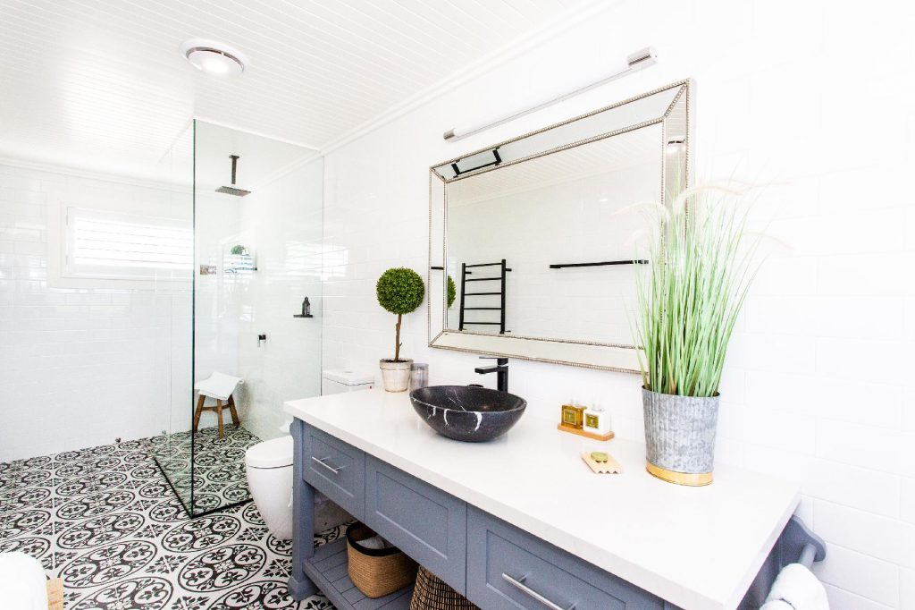 contained bathroom accommodation cowra